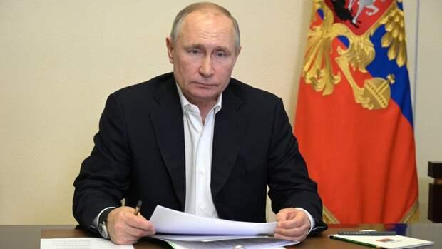 Путин наложил вето на закон об ответственности журналистов за распространение фейков