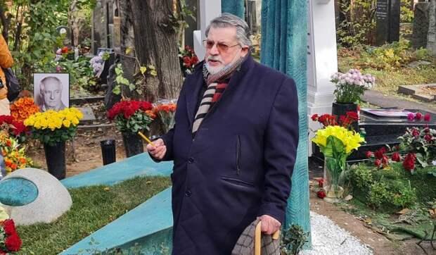 «Кладбище – веселая вещь!»: остроумный Ширвиндт после панихиды блеснул на могиле Захарова