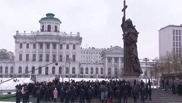 Путин открыл памятник Владимиру и напомнил о нравственности и угрозах