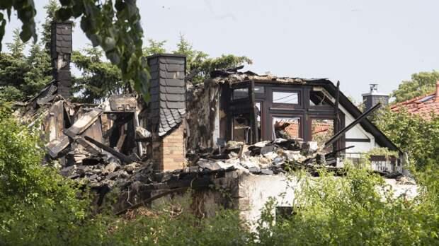Он спасал родителей: пожарный погиб в горящем родительском доме