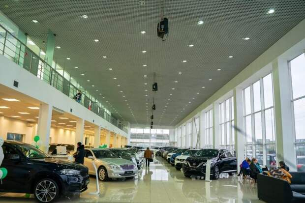 Съемки проходили в автосалоне. Фото представлено ГК Fresh Auto.
