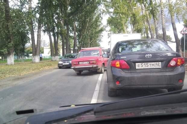 Можно ли объехать препятствие на дороге через сплошную? Ответ инспектора ГИБДД