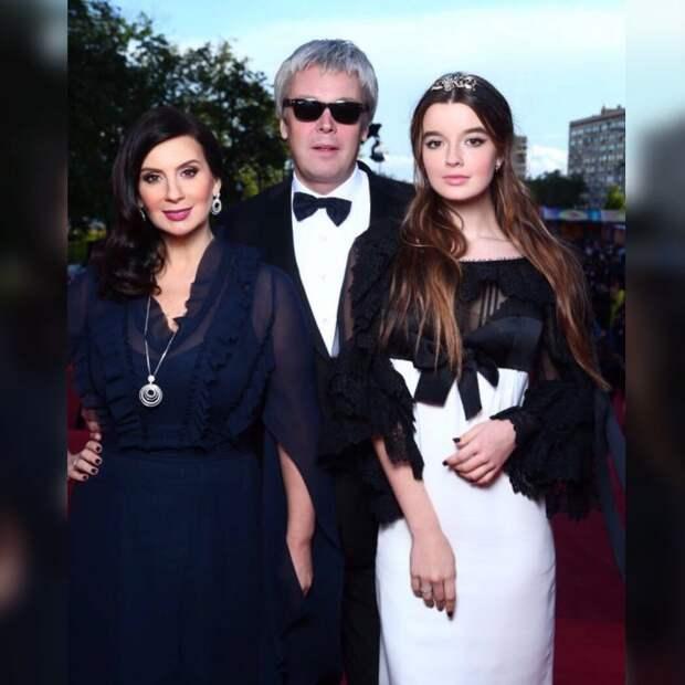 «Ей всего 15 лет, какая свадьба?» Дочь Стриженовой удивила публику неожиданной выходкой