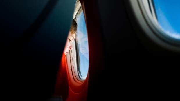 Детский психолог рассказала, как подготовить ребенка к перелету