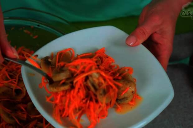 Корейский салат с шампиньонами и морковью: фото шаг 8