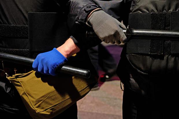 «Бьёт током в промежность»: петербуржцы пожаловались в СК на жёсткие задержания