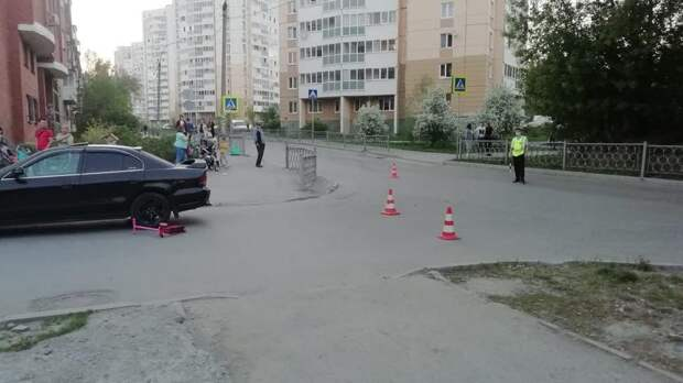 В Екатеринбурге иномарка сбила 3-летнюю девочку на самокате