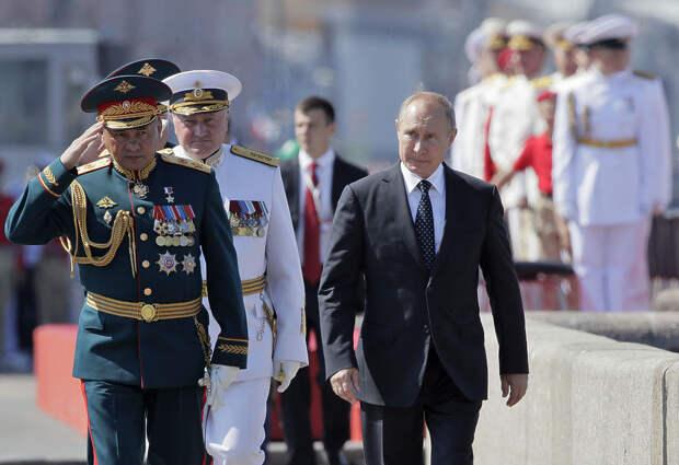 На дне ВМФ в Петербурге оказались иностранные суда