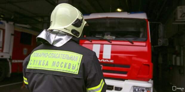 На Новокуркинском шоссе загорелась бытовка