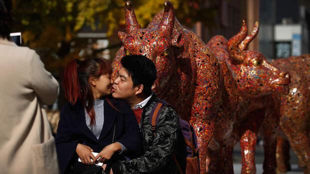 Число разводов в Китае упало на 70%