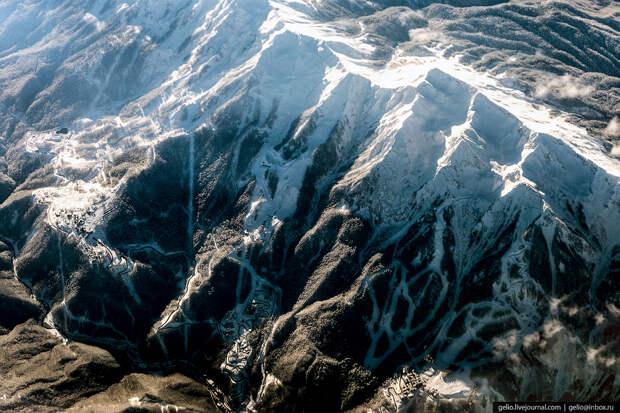Красная Поляна — горнолыжный курорт Сочи.