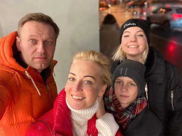Алексея Навального перевезли на лечение в Германию