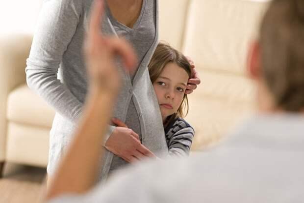 Никто не хочет настраивать детей против отца. Но иногда такое случается само собой…