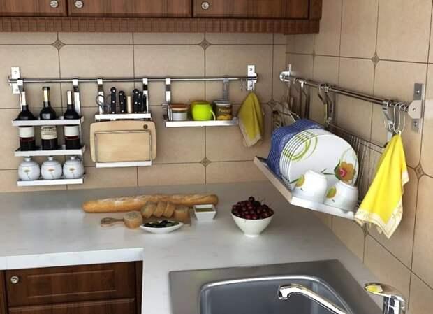 Рейлинги, которые заменяют открытые полки в интерьере кухни.