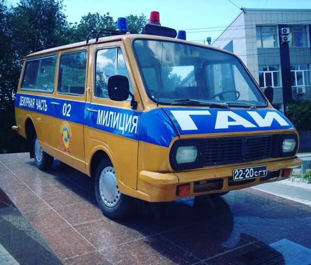 Они же были «скорой», милицией и другими специальными машинами автобусы, воспоминания, детство, ностальгия
