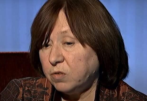 Нобелевский лауреат и член КС оппозиции Алексиевич покинула Белоруссию пообещав вернуться