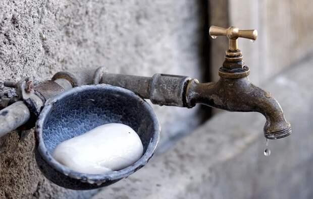 Воду отключили в нескольких районах Крыма