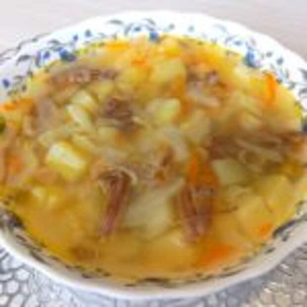 Суп из тушенки со свежей капустой и зеленым горошком