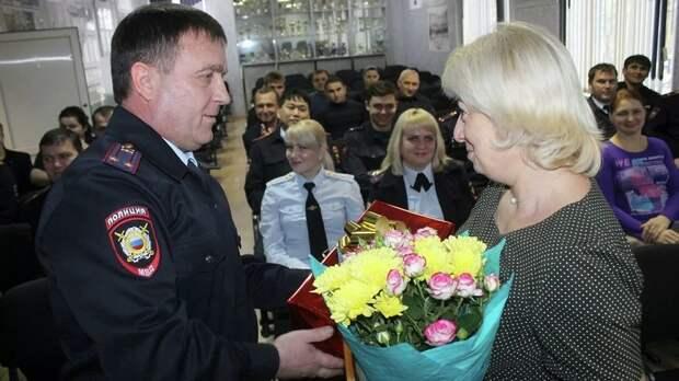 В Ставрополье наградили учительницу, защитившую детей от мужчины с ножом