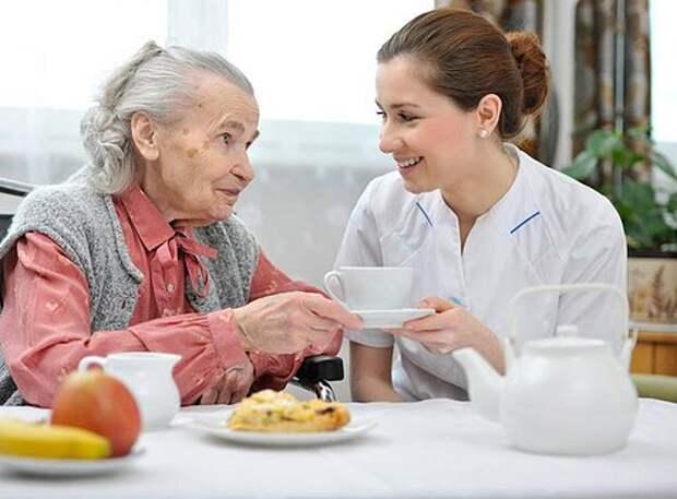 Картинки по запросу aide au repas personne agée