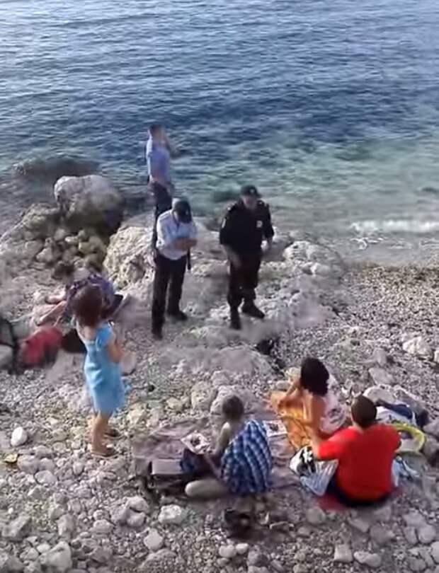В Севастополе на Херсонесе полиция с автоматами разгоняли туристов (видео очевидцев)