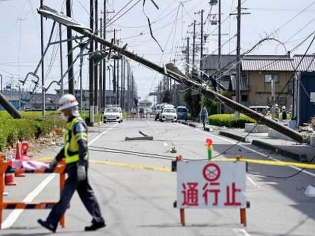 Последствия мощного торнадо сняли на видео в Японии
