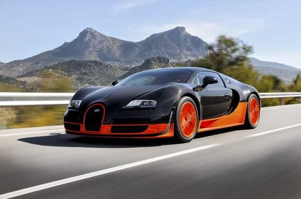Bugatti Veyron за 100 миллионов рублей много лет пылится на парковке в Москве