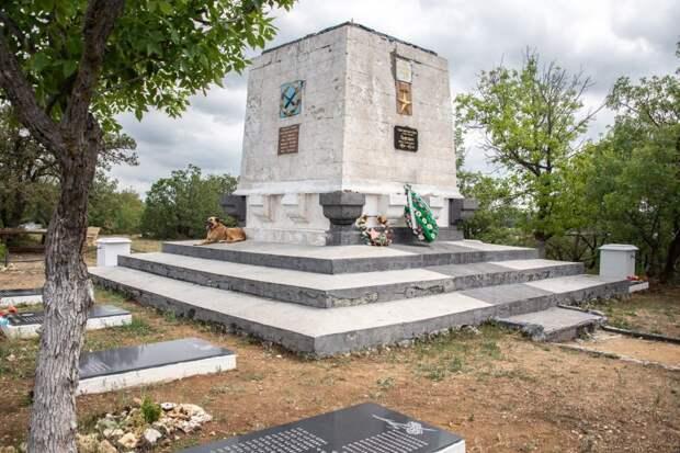 Памятник воинам 365-й зенитной батареи получил свою линию обороны