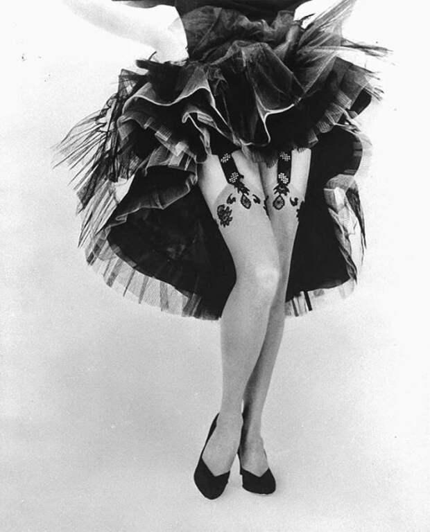 Чулки и подвязки, 1954 год.
