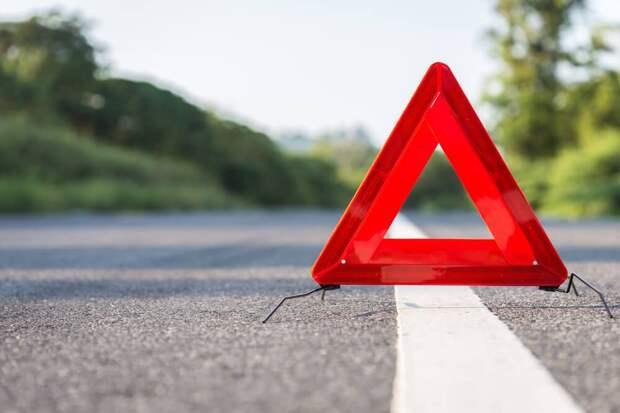 В Калининском районе мотоциклист врезался в иномарку