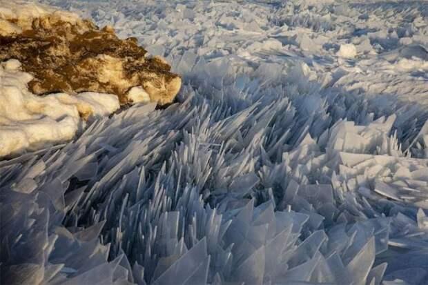 Озеро Мичиган разбилось на миллионы осколков (13 фото)