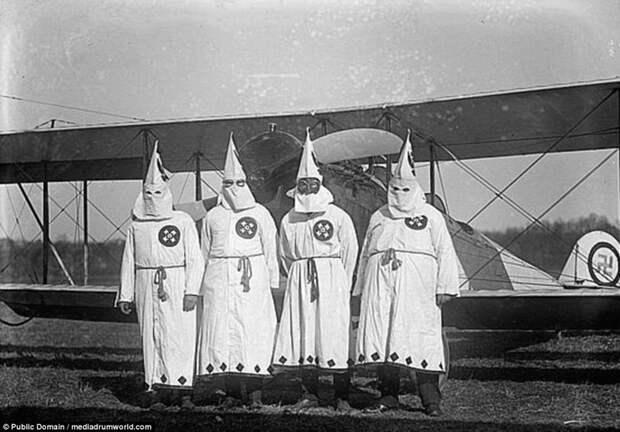 Ку-клукс-клан идет по Вашингтону: шокирующие фото 1920-х годов