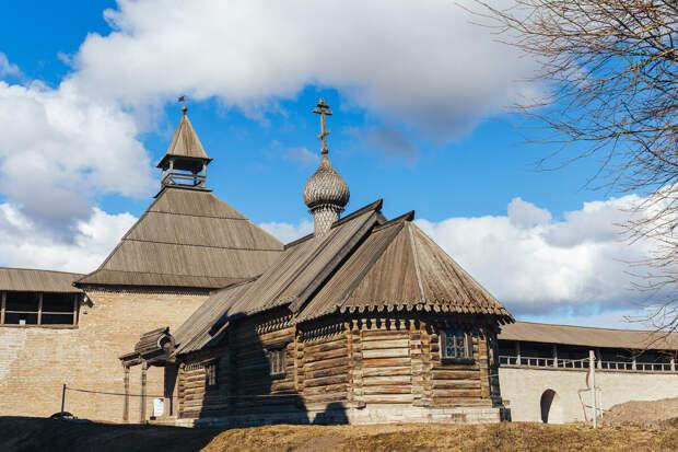 Крохотная церковь Дмитрия Солунского XVII века сейчас служит  музеем