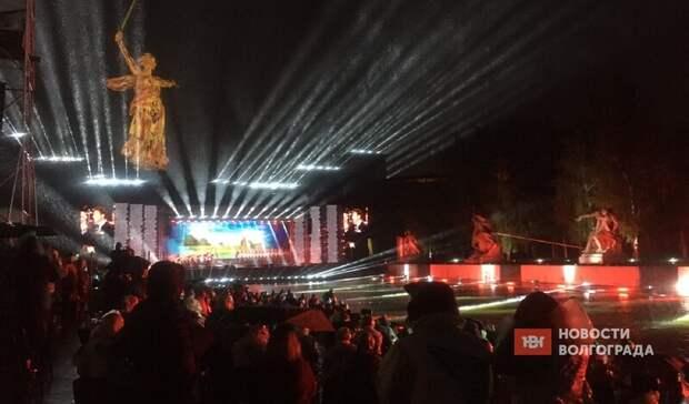 Концерт Росгвардии в Волгограде прошел под проливным дождем