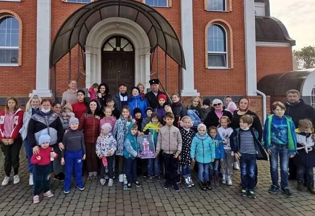 Атаман Приморско-Ахтарского РКО организовал экскурсию для многодетных семей
