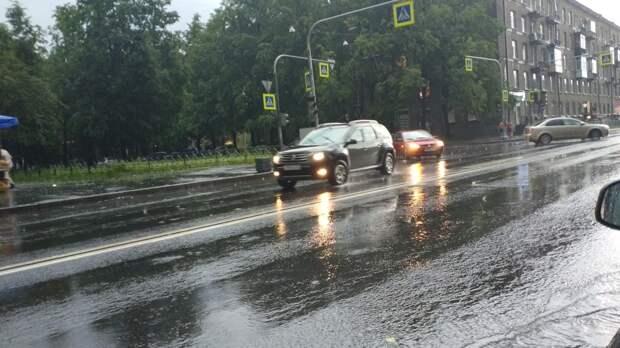 Эксперт Мельников рассказал о рисках вождения во время дождя