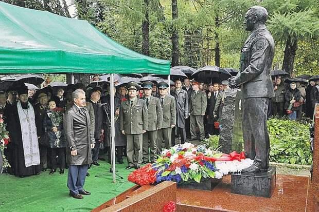 Самый худший «лучший министр обороны»: Павел Грачёв война, история, политика, факты