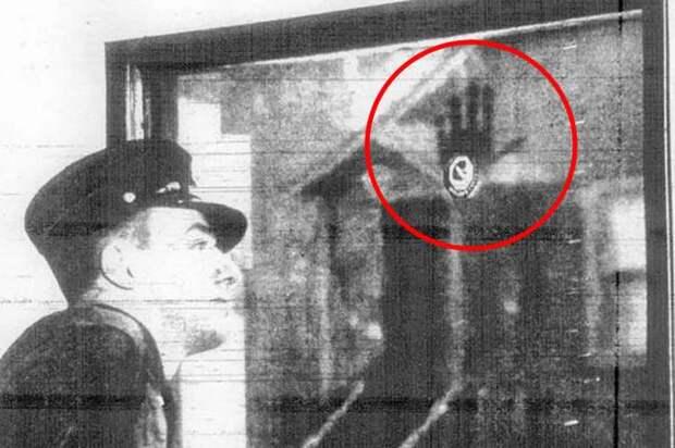Загадка несмываемого отпечатка ладони пожарного Фрэнсиса Леви