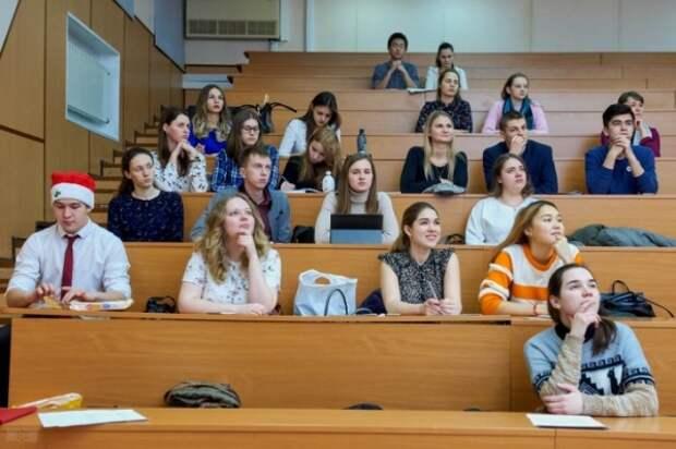 10 тысяч рублей для вчерашних школьников – единовременная выплата для студентов первых курсов
