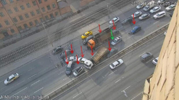 Сразу девять автомобилей столкнулись в Москве