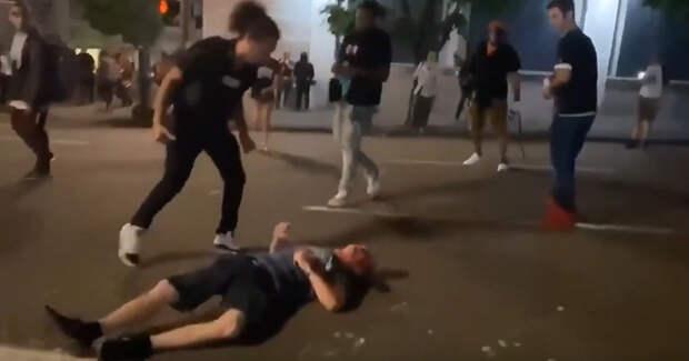 Valeurs actuelles (Франция): BLM и Антифа избили белого и бросили его без сознания