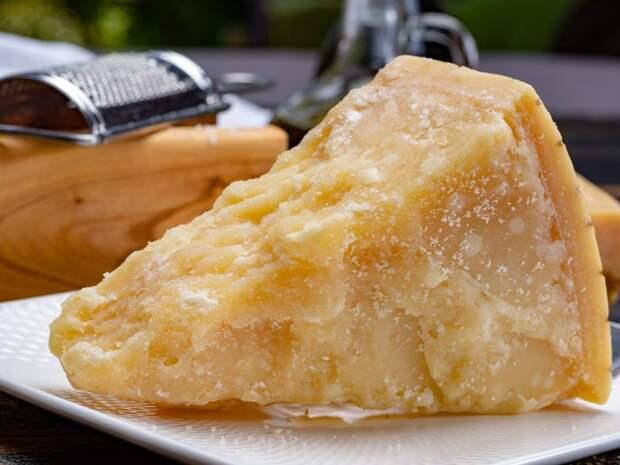Пармезан — самый полезный вид сыра. Вот почему