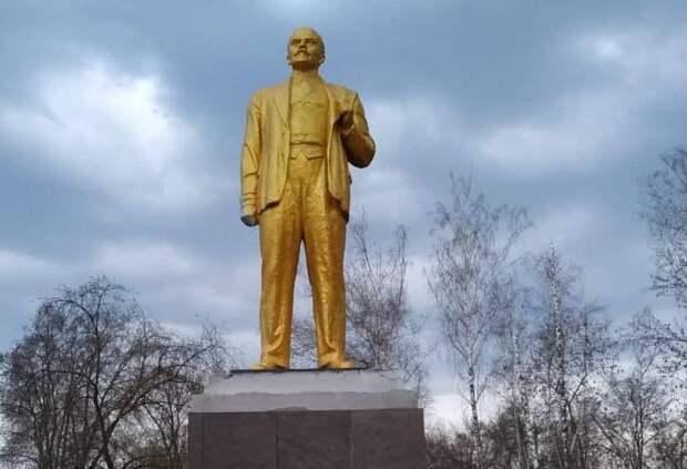 В Пензе «озолотили» памятник Ленину ко дню его рождения