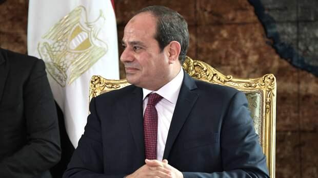 Президент Египта отправился в Париж на конференцию по поддержке Судана