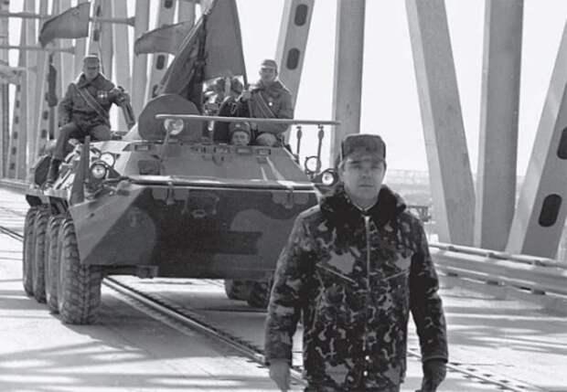 Фото последнего американского военного, покидающего Афганистан