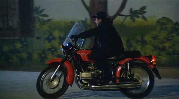 Отсоединять КМЗ-10-36 от коляски и так ездить в СССР было строго запрещено. Но Адриано спокойно это делал… в Италии Адриано Челентано, мото, мотоцикл, челентано