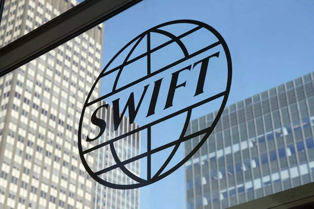 Европарламент внес пункт об отключении России от SWIFT в проект резолюции