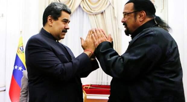 Мадуро встретился со Стивеном Сигалом