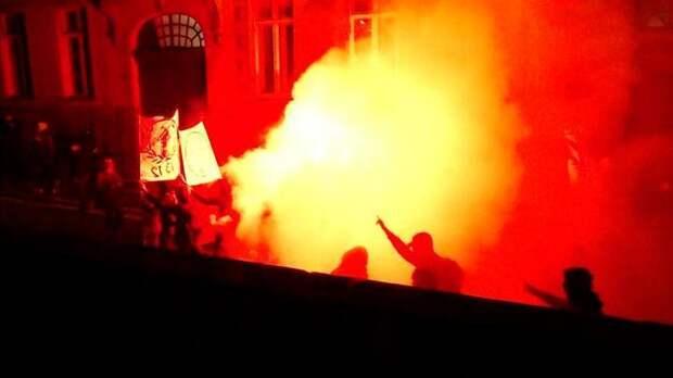 «Черный блок» громит Париж: демонстранты перешли в наступление