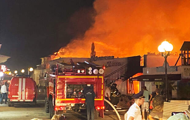 Названа причина крупного пожара на набережной в Сочи